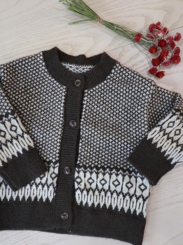 round neck knit cardigan