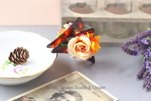 オレンジ色のコスモスと薔薇の三角バンスクリップ 髪飾り ヘアクリップ 結婚式 参列 フォーマル オレンジ お出掛け