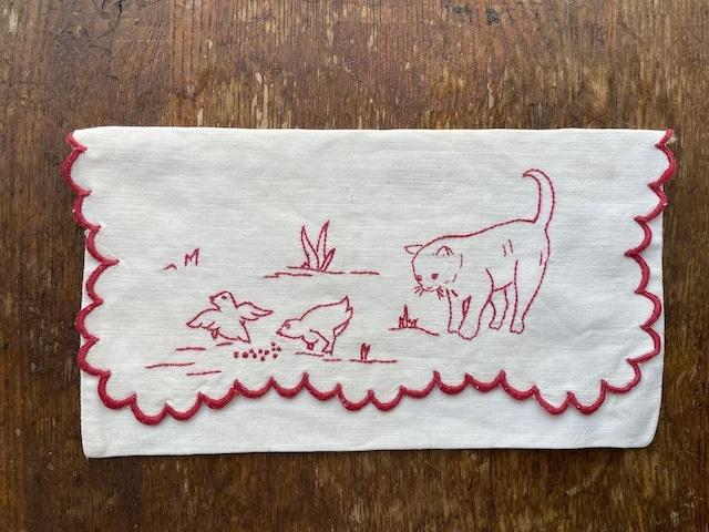 【フランス】猫と小鳥の手刺繍のポーチ