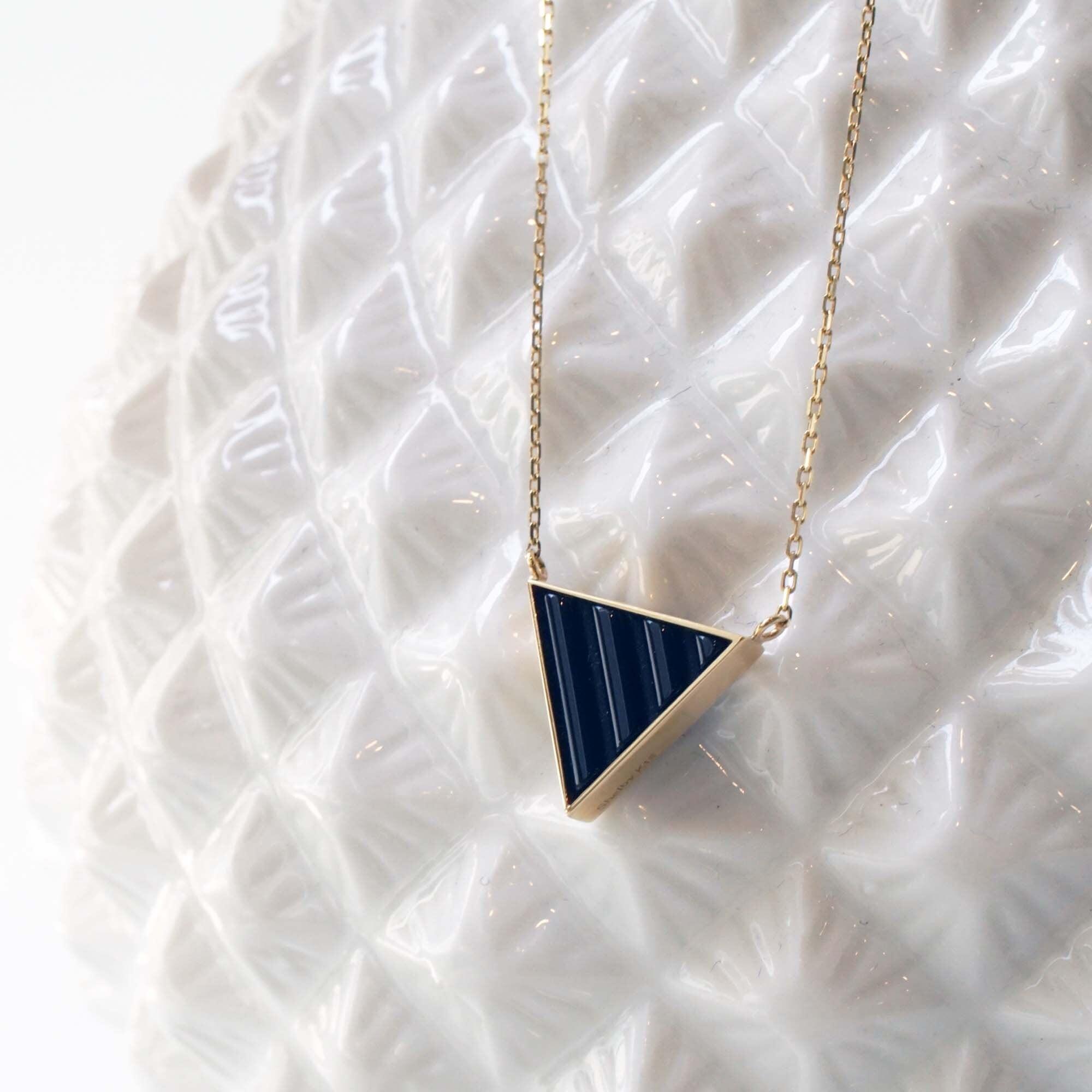 Wave Onyx Necklace (Trilliant )