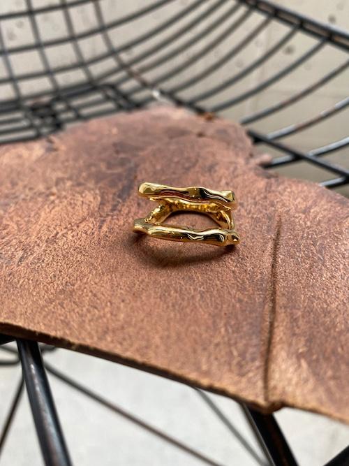 Soierie asymmetry metal ring