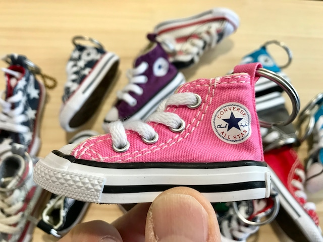 CONVERSE MINI SHOES KEYCHAIN (PINK)