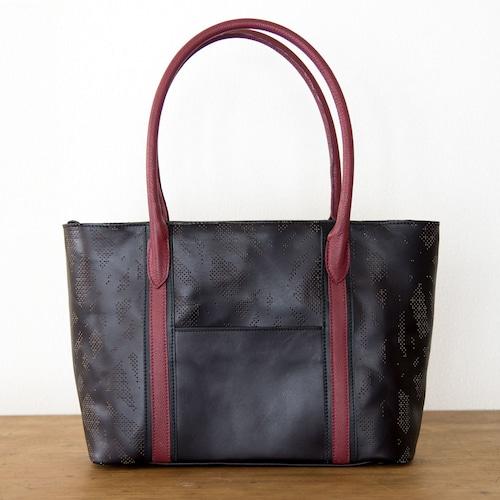 ヌメ・牛革製 / オリジナル柄のパンチング/レザートートバッグ/ 黒とワインレッド