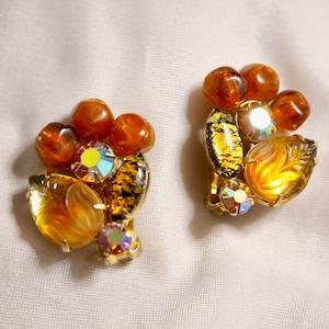 WEISS Flower clip-on earrings