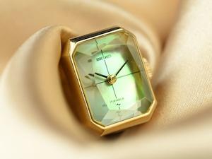 【ビンテージ時計】1977年8月製造 珍しい角型セイコー指輪時計 日本製 貝貼りの文字盤とカットガラスが美しい♪ 【稀少モデル】