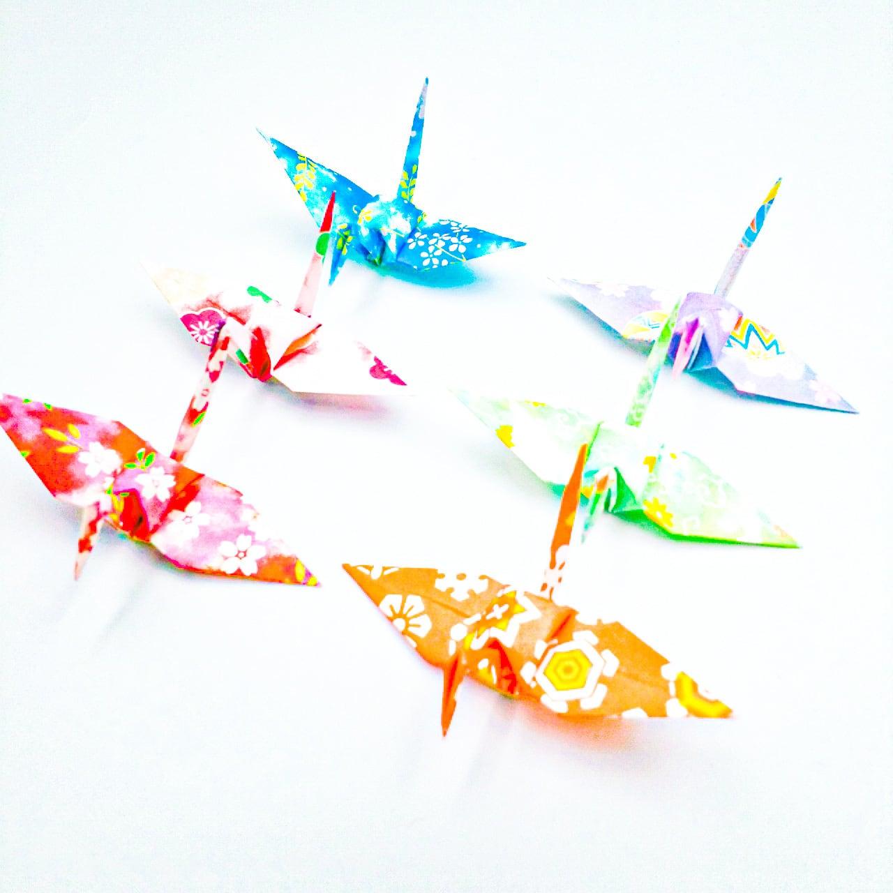 これからも健やかに。暖かな未来へと向かう折り鶴 (神前式、和装婚折り鶴シャワー演出・和風撮影小物) 120羽