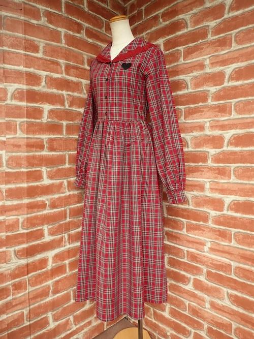 フリル襟とハート刺繍のロング丈ワンピース 赤チェック