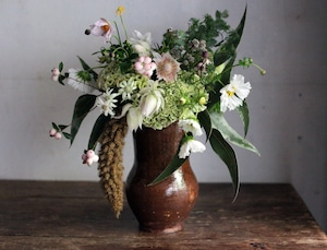 はいいろオオカミ+花屋西別府商店の贈り花 (Nishibeppu sho-ten bouquet with antique jag )