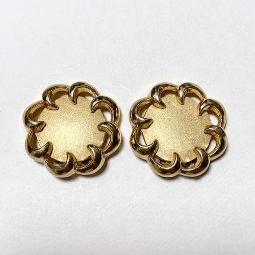 Vintage Trifari Gold Tone Round Design Earrings