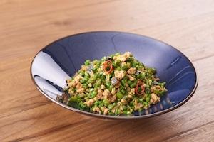 花ニラとピータン 豚挽肉のピリ辛炒め : 富錦樹台菜香檳