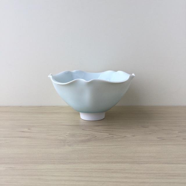【有田焼】青白磁 手作り輪花五寸鉢【在庫限り】