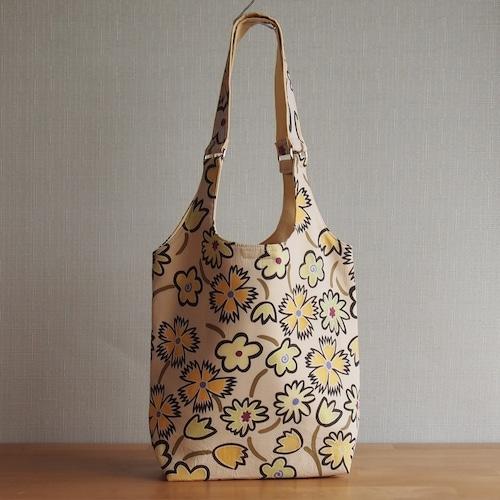 手作りバッグ/クリームイエローの花柄バッグ (5-136)