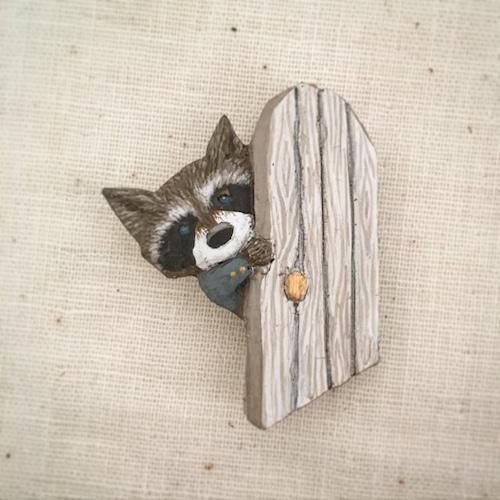 受注制作 ブローチ  新しい扉    Pin resin brooch  Open the new door