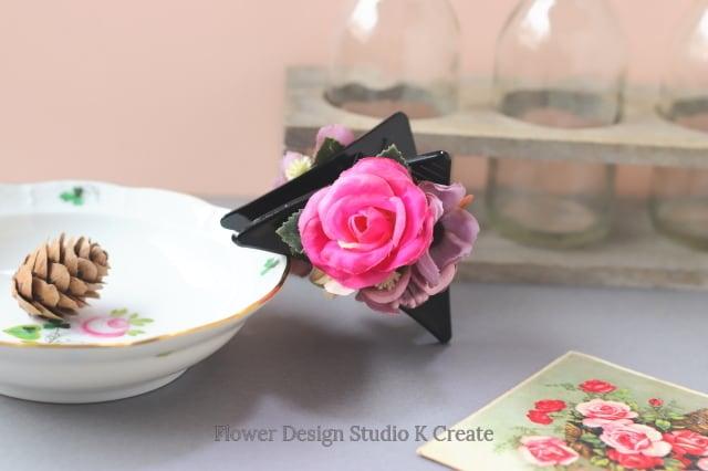 ローズピンクの薔薇とコスモスの三角バンスクリップ 髪飾り ヘアクリップ 結婚式 参列 フォーマル ピンク お出掛け