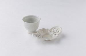 豊増一雄 白瓷印菊花紋茶杯