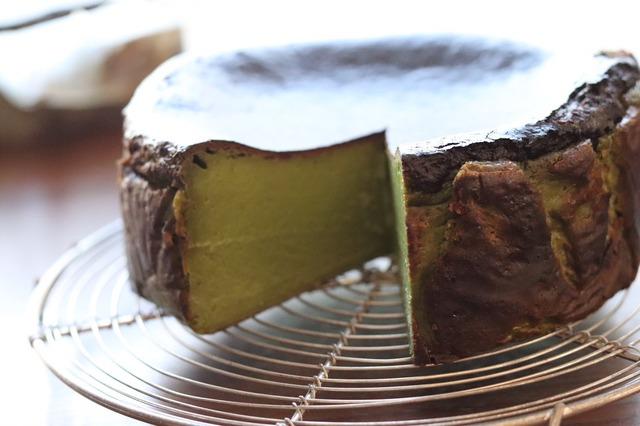 マノワの抹茶バスクチーズケーキ