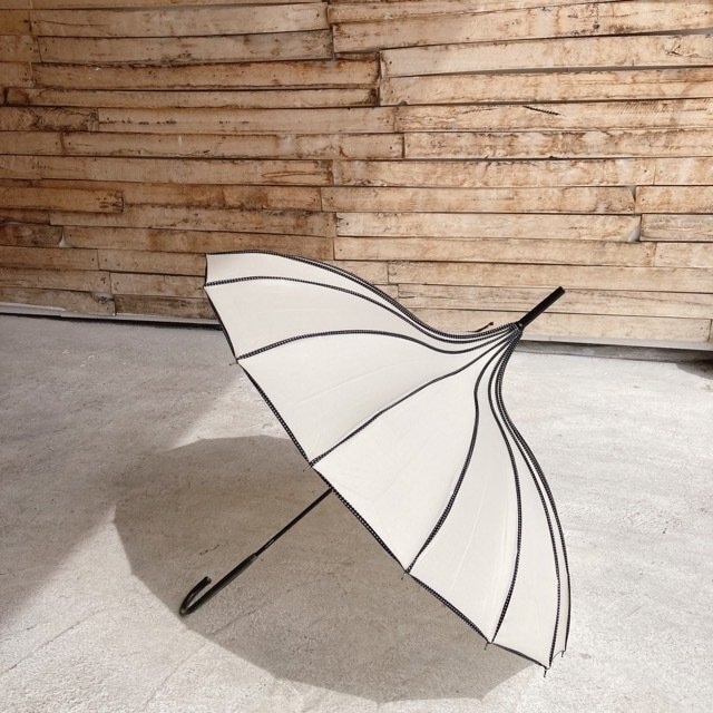 サーカステントパゴダ雨傘 ホワイト