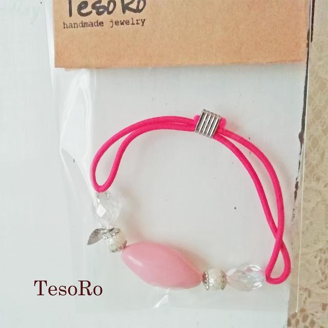 TesoRo:ヘアゴム濃いピンク  葉(小さなチャーム) 手首に付けても可愛い♪