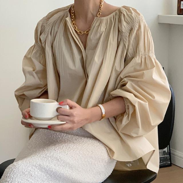 Loose silhouette design blouse  KRE921