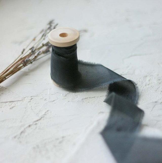 Charcoal(手染め手裂きタイプ)1.5インチ ■木製スプール(ダークウッド色)付 チャコール