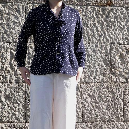 カスタムオーダー 水玉プリント リボンタイ付きVネックシャツ