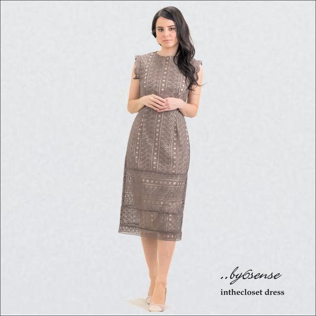 Beige 幾何学的レースタイトドレス (結婚式お呼ばれ・パーティシーン対応)