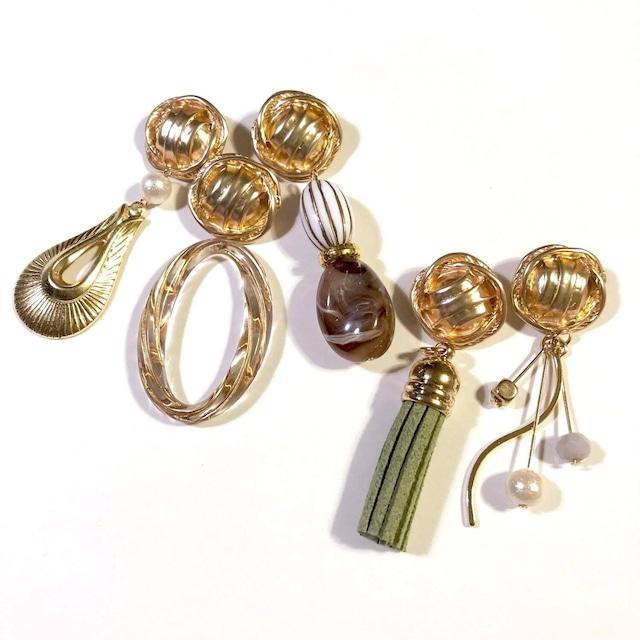 ゴールドボタンと 選べるデザインチャームの〈ピアス/イヤリング〉