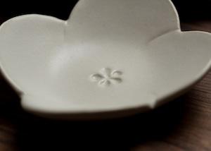 白釉 花形小皿(小鉢・豆皿)/阿部 恵里