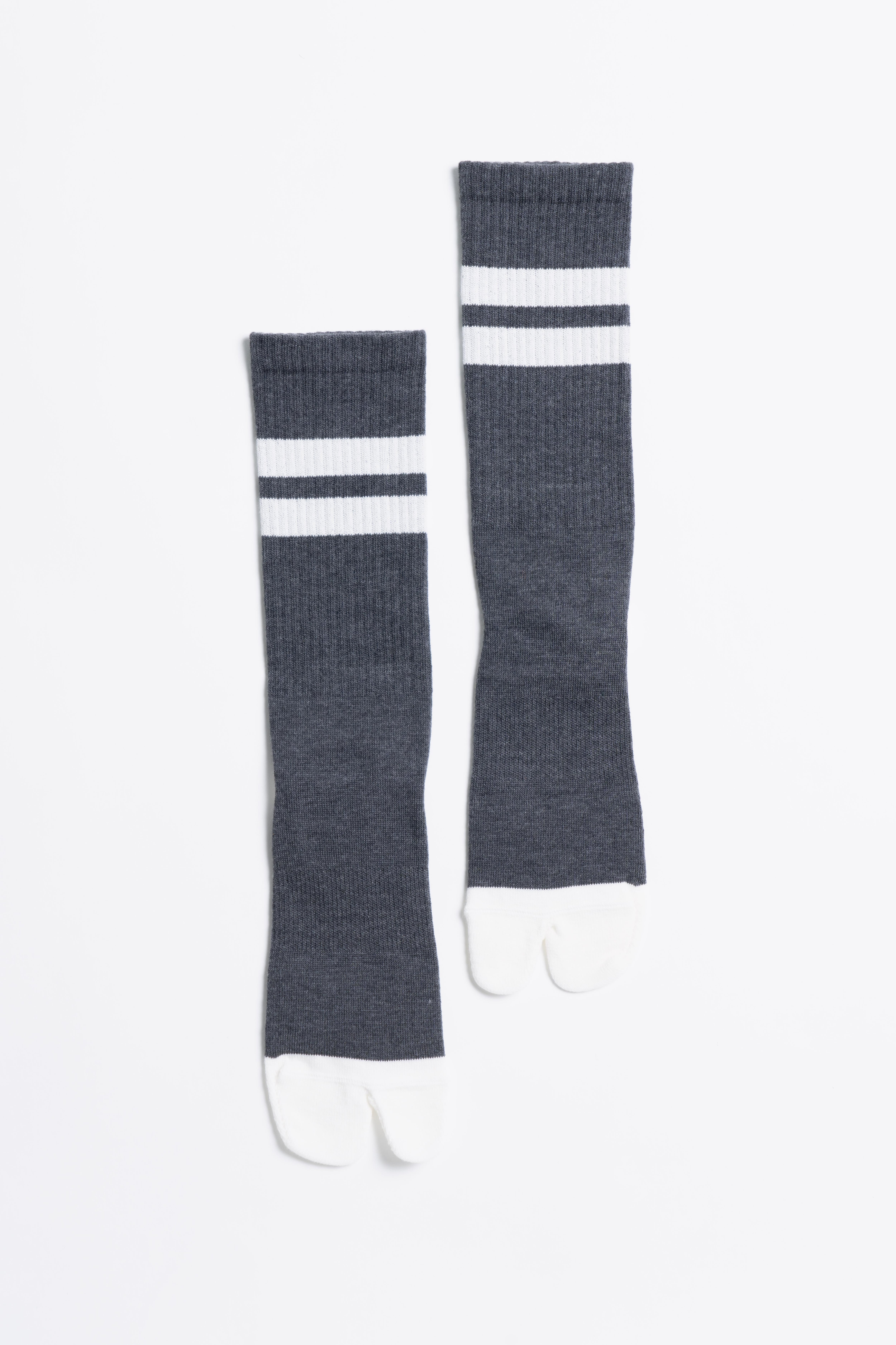 Signature Socks(Charcoal × White)