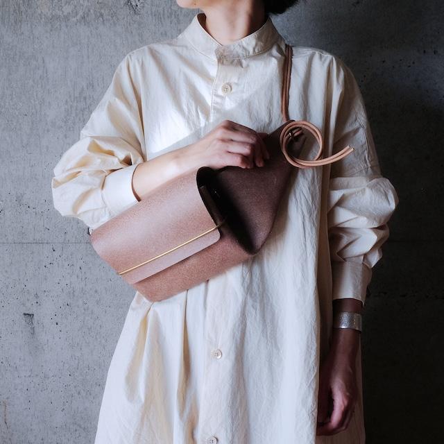 envelope. Leather waist bag [Beige]