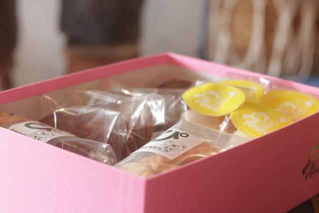 ピンクのpieces箱 (焼き菓子詰め合わせ)