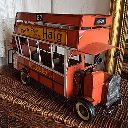 イギリス ブリキの2階建てバス