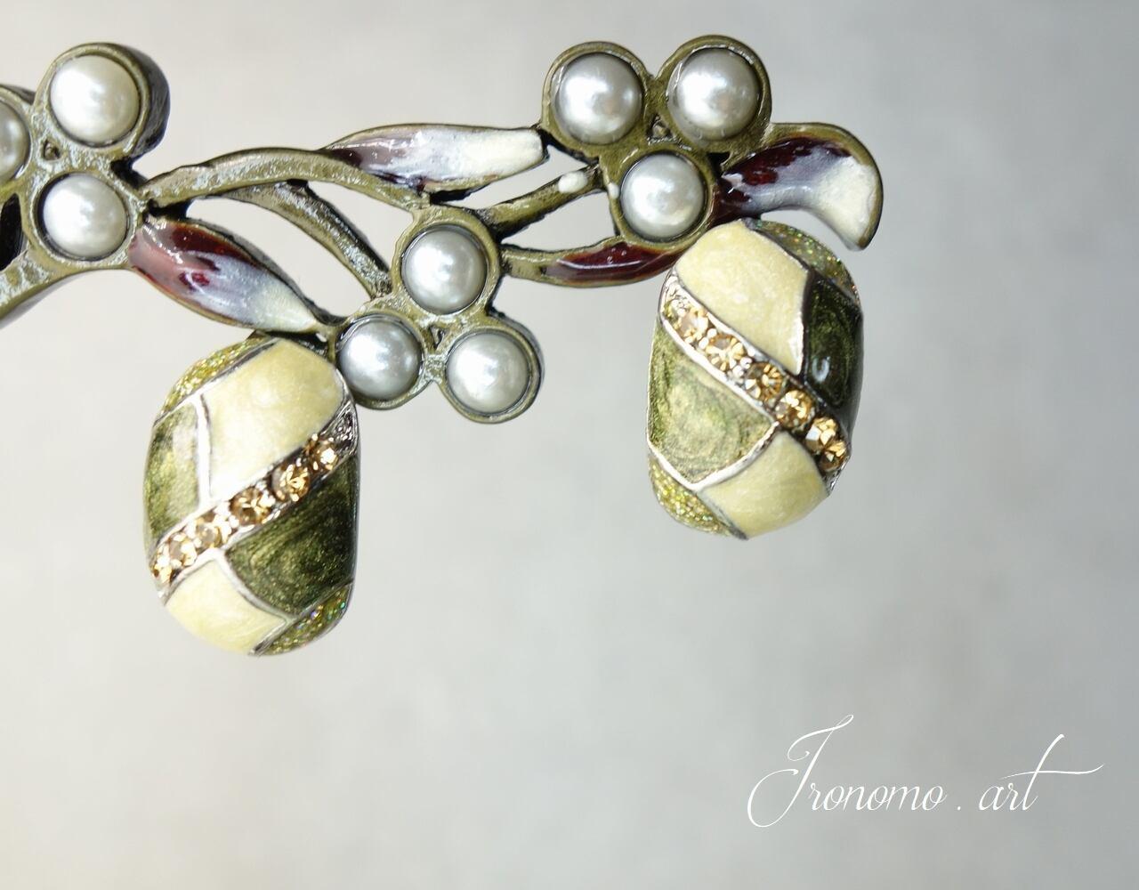 デザインクイヤリング~深緑の宝石~【モスグリーン】