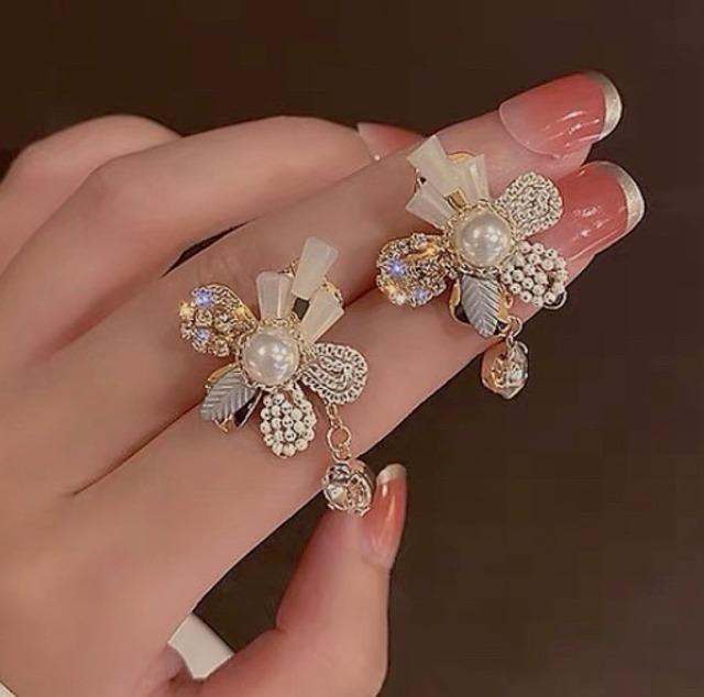 bijou flower pierce