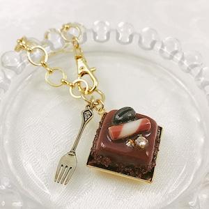 チョコレートプチガトーのバッグチャーム