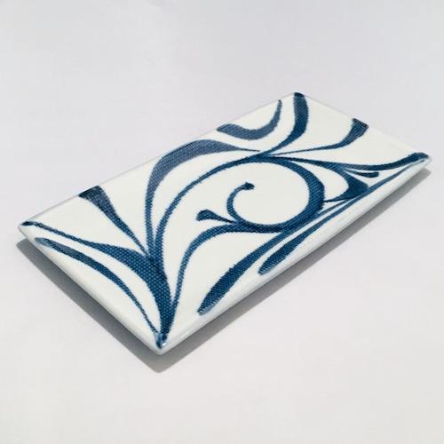 【砥部焼/梅山窯】6.7寸長角布目皿(唐草)
