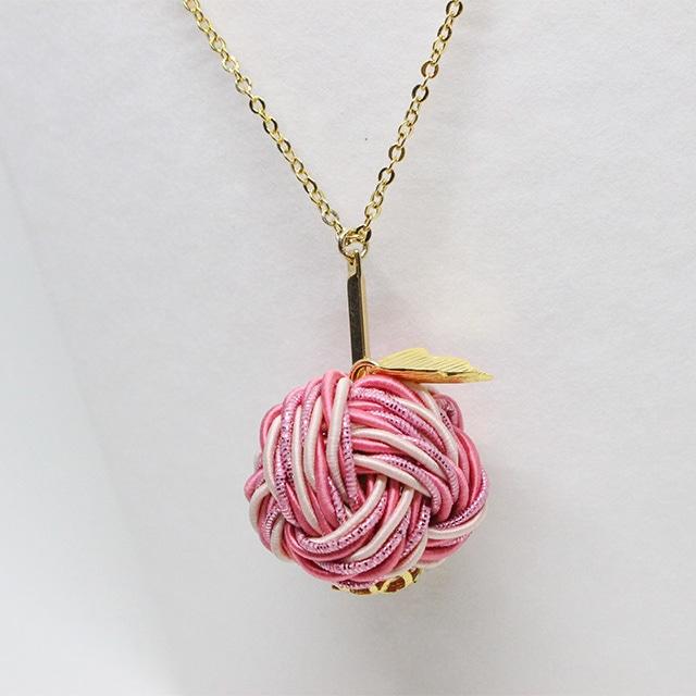 愛され甘味の薄紅りんご ネックレス
