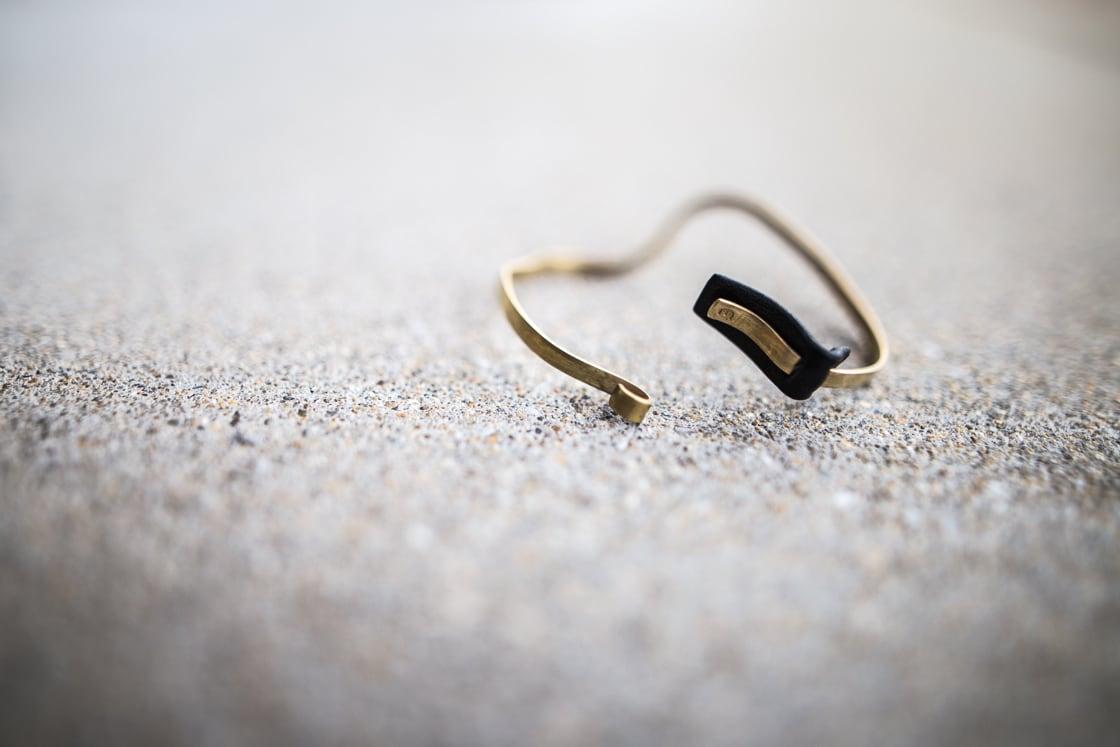 [イニシャル刻印可][ペア][2way]個性的な真鍮レザーバングル ブラック
