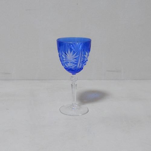 青い切子のワイングラス