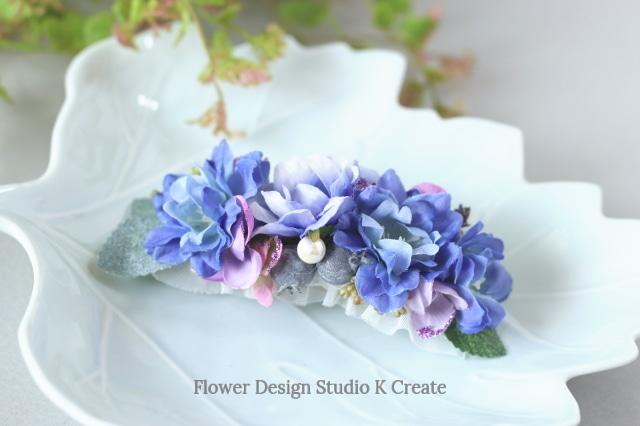 青いデルフィニュウムと薔薇のバレッタ 髪飾り バレッタ  ブルー 入学式 卒業式 結婚式 フォーマル