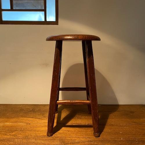 ふっくらとした座面の丸椅子