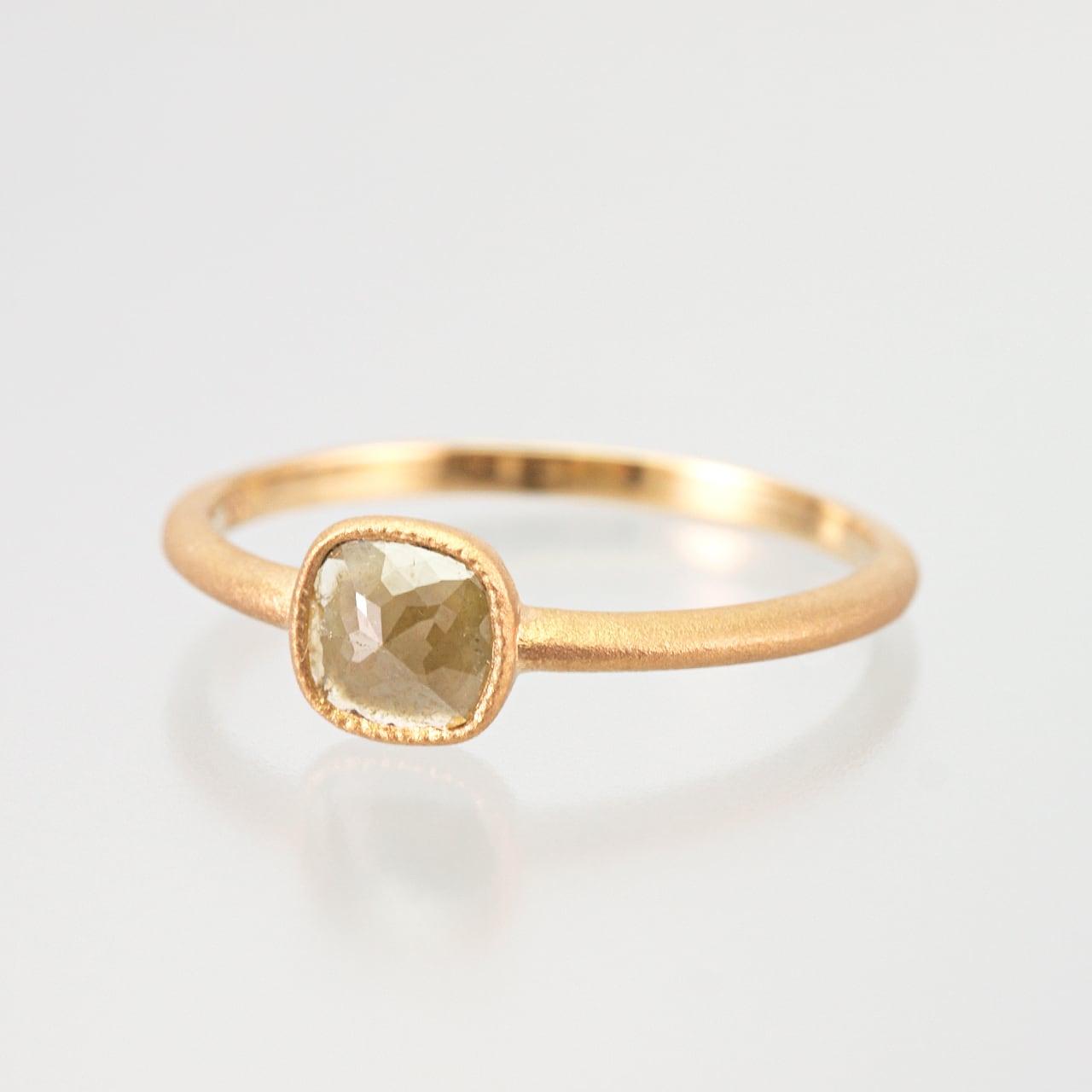 Natural diamond ring / Green