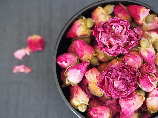 攻瑰花(薔薇)蕾と五分咲きのミックス(小袋)