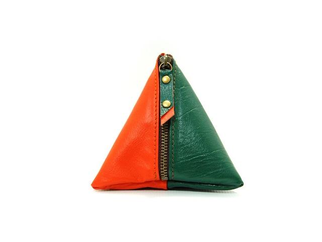 使い方は色々の三角レザーポーチ(グリーン/オレンジ)
