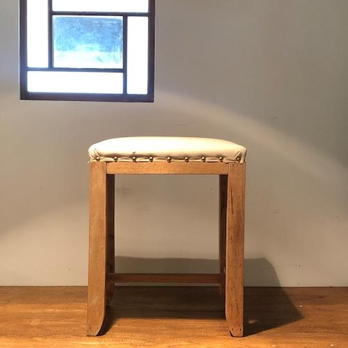 生成り座面の小さな椅子