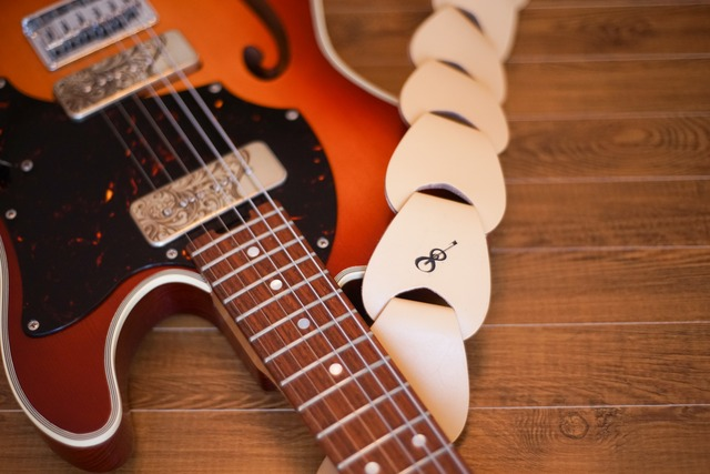 folklore / Beige 【ウロコのようなギターストラップ 】