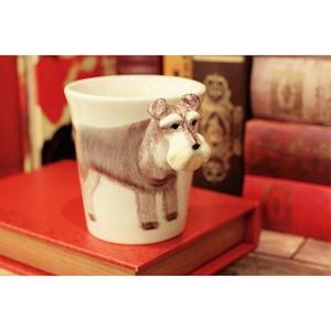 犬のはみ出し顔のマグカップ(シュナウザー)【電子レンジ/食洗機対応】/浜松雑貨屋 C0pernicus
