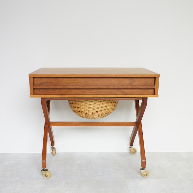 Sewing table / ST004