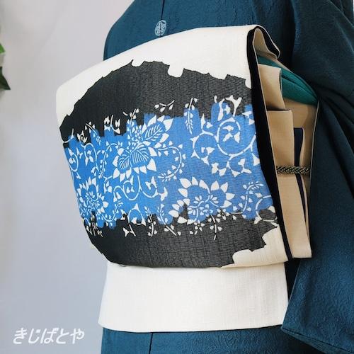 正絹 白地に紺碧と黒の花の袋帯