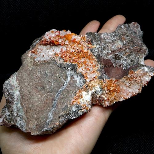 自主採掘!アリゾナ産 褐鉛鉱 バナジン鉛鉱 カルサイト 475,5g VND041  鉱物 天然石 パワーストーン 原石